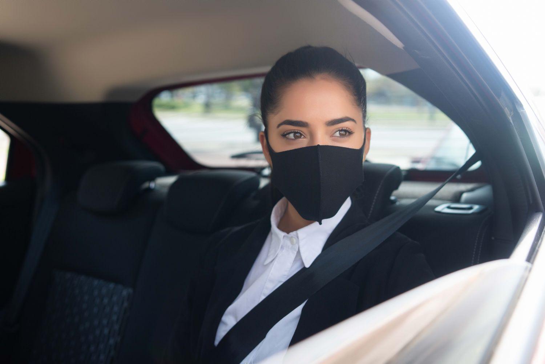 Viajar en coche en verano: cuándo es obligatoria la mascarilla