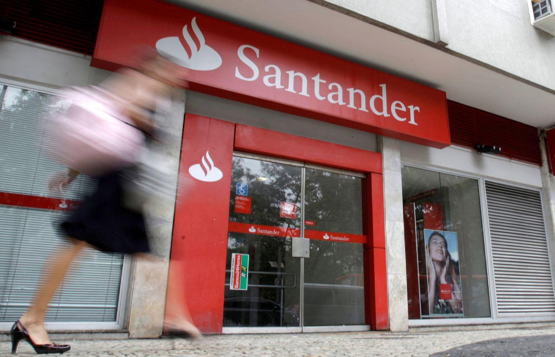 Santander endurece el ERE y el cierre de oficinas del Popular por la desaceleración